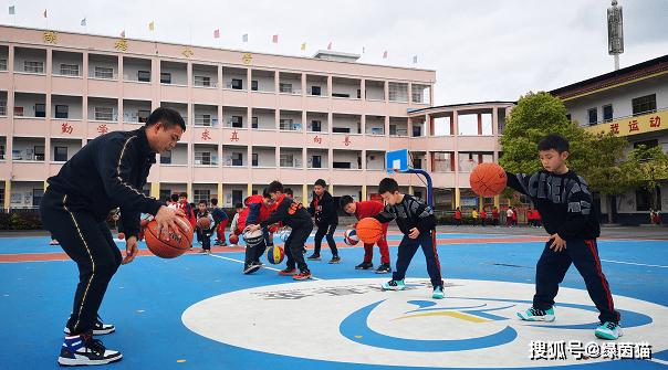 点赞!林书豪捐赠200座球场,提前完成目标,帮孩子实现篮球梦