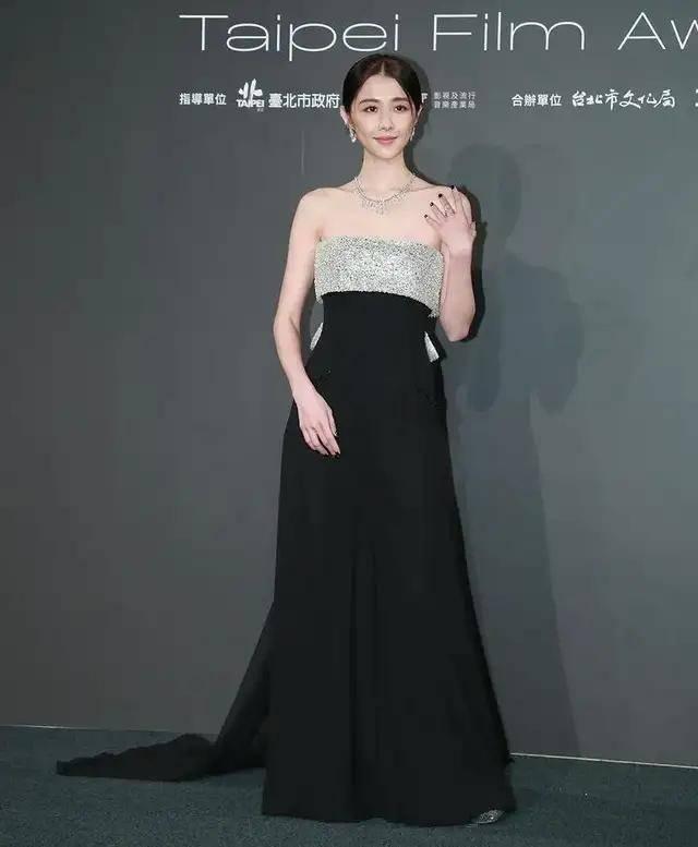 图片[4]-林心如变脸认不出,人均又土又俗,台北电影节红毯,把我丑笑了-妖次元