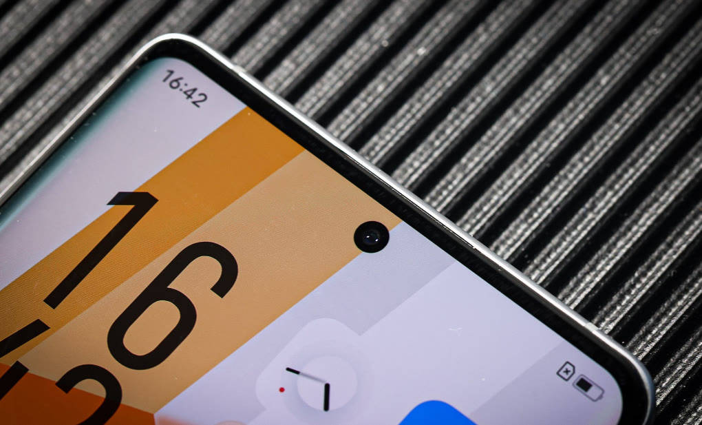 如何弱化手机笨重、摄像头凸出等问题?iQOO 8 Pro的设计很讨巧