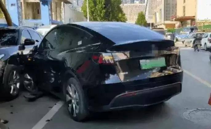 特斯拉回应郑州ModelY连撞多车事件:消息不实0sr