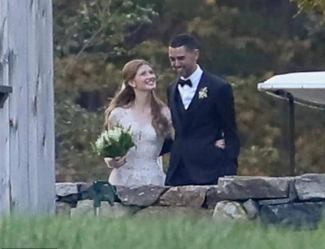 盖茨低调嫁女!看着穆斯林女婿满脸笑容,和梅琳达离婚后首次合体