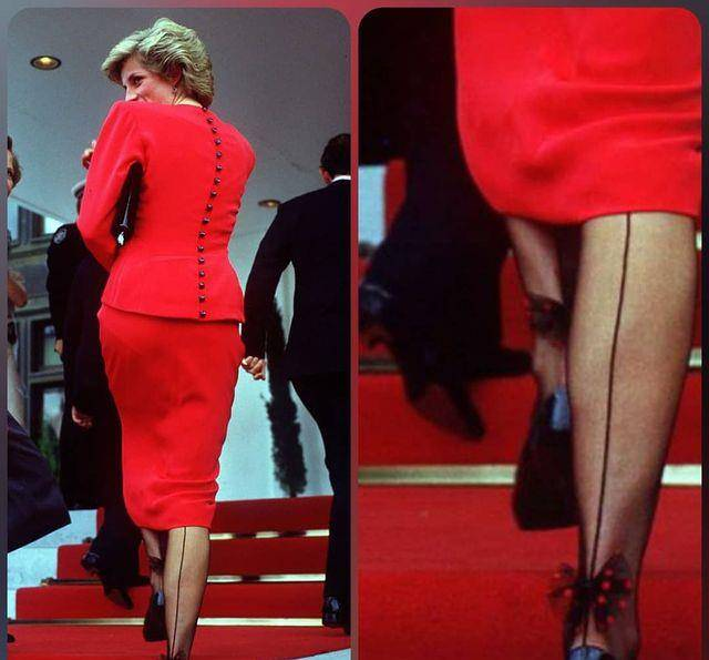 戴安娜王妃真是细节控,丝袜上缝制蝴蝶结,瞬间变得甜美起来了