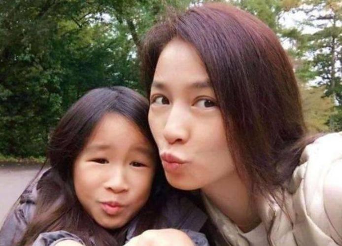 张庭女儿因长相遭网暴,妈妈回怼:我女儿可美了,还称她有国际脸