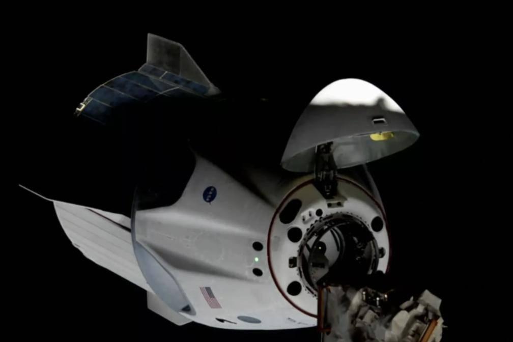 """马斯克一天内两次创造航天历史!SpaceX新""""奋进号""""首次对接空间站"""