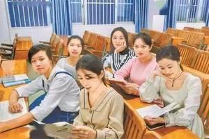 清华学者成港大副校长引热议,港大校委会委员:若因对方是内地人就不聘用,说法相当无稽
