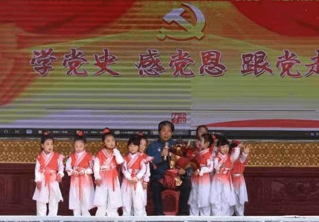"""安徽界首举行童心向党庆""""五一""""幼儿文艺演出"""