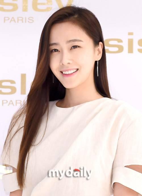 韩国女艺人洪秀贤将在本月举行婚礼 男友并非演艺圈人士