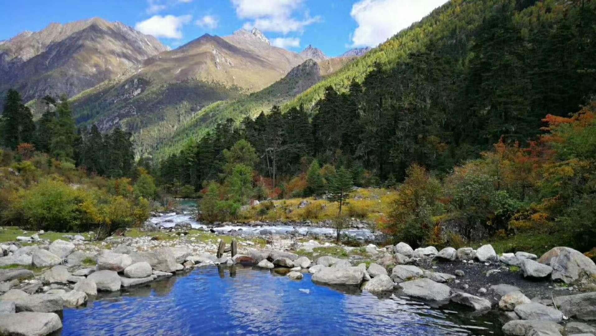 暑假相伴同行去川西冷门景点莫斯卡喂土拔鼠、莲花湖徒步泡温泉、鱼子西星空