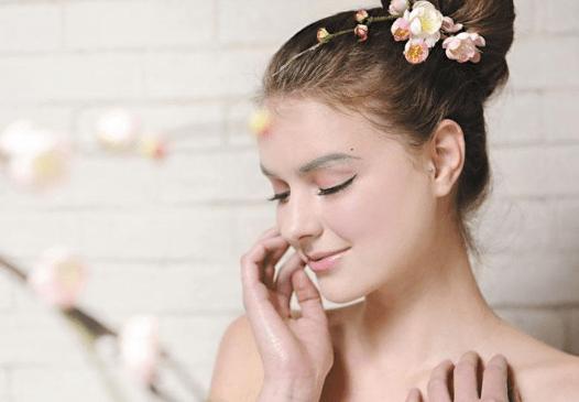 精妆联华护肤技巧:睡前做好这4点,皮肤不好都难!