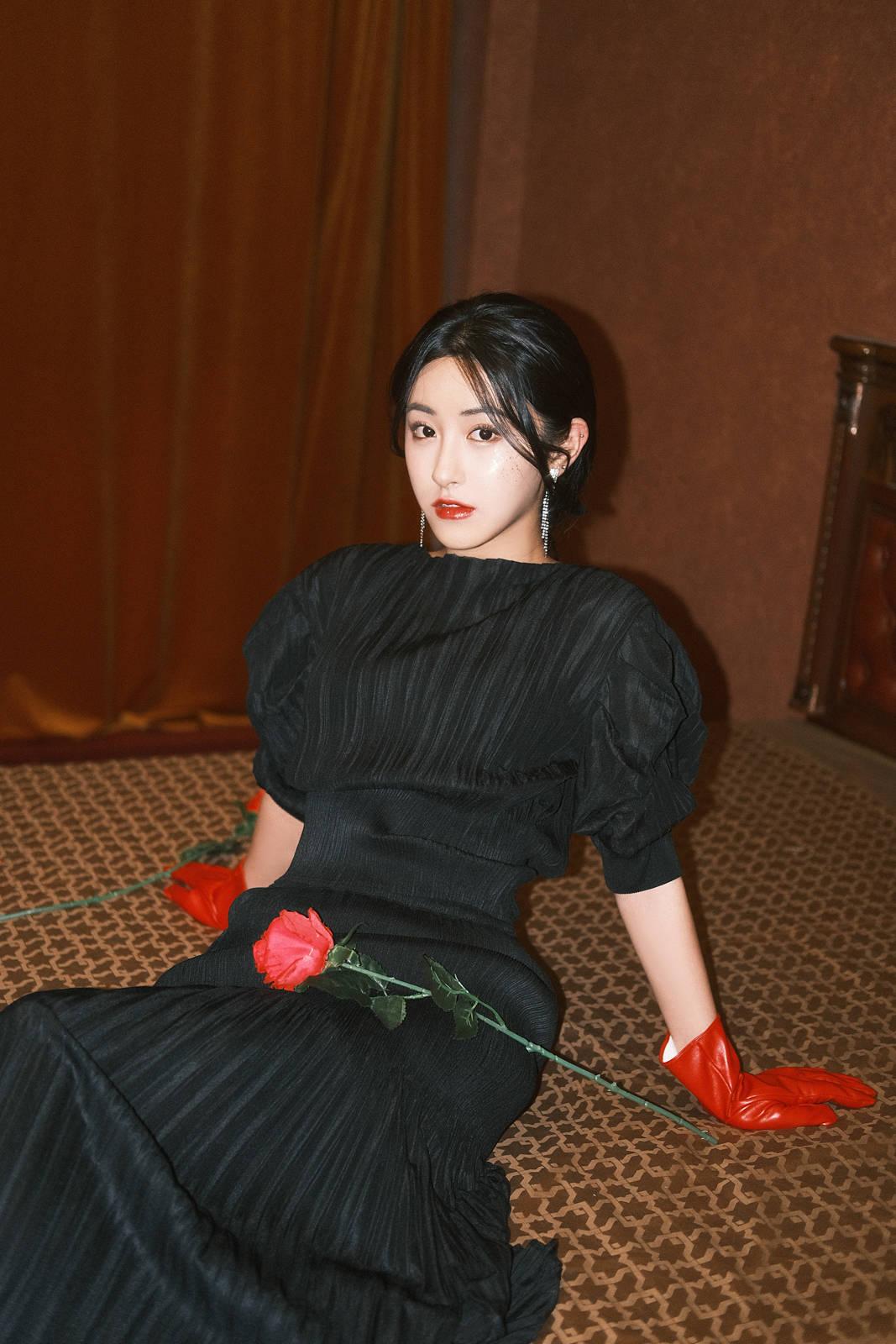 朱圣祎复古胶片写真阻挡里绽放的玫瑰