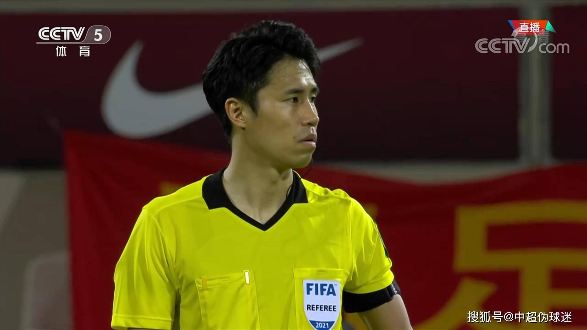 无视菲律宾队手球+吹掉艾克森进球:韩国裁判今天太黑了!