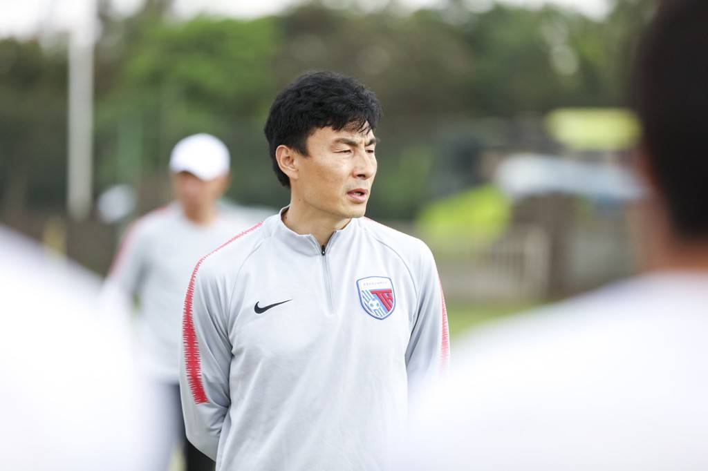 李玮锋:家庭前提普通的孩子 再有天才也没法去踢球