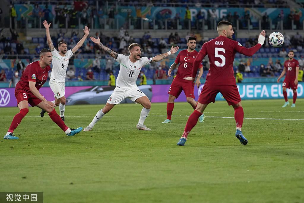 争议!意大利两点球未判 主裁曾吹掉C罗绝杀进球_KU游官网