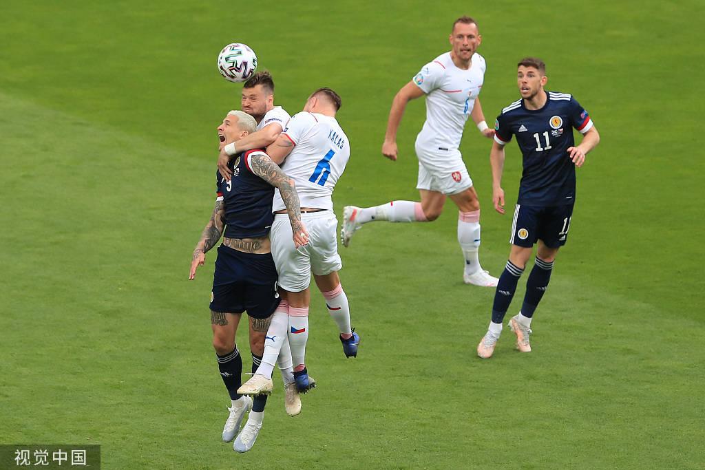 欧洲杯-希克双响+45米超远吊射破门 捷克2-0苏格兰