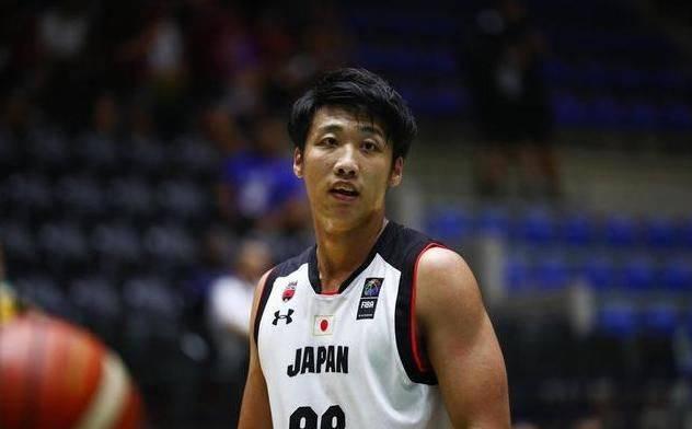 加拿大华裔中锋闪烁U19男篮世界杯 持续两场斩获两双