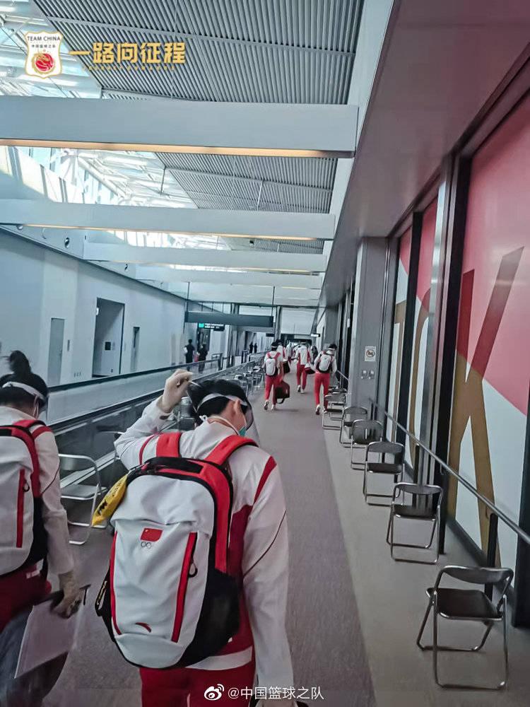 全副武装层层防护!中国女篮抵达东京备战奥运会