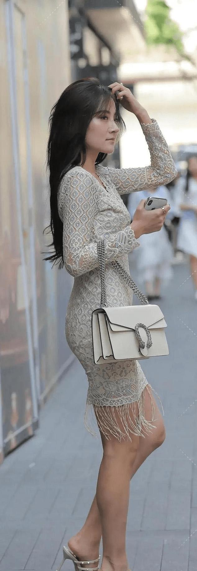 法式白色蕾丝裙搭配细高跟鞋,精致的雕花既视感,你喜欢吗?_线条