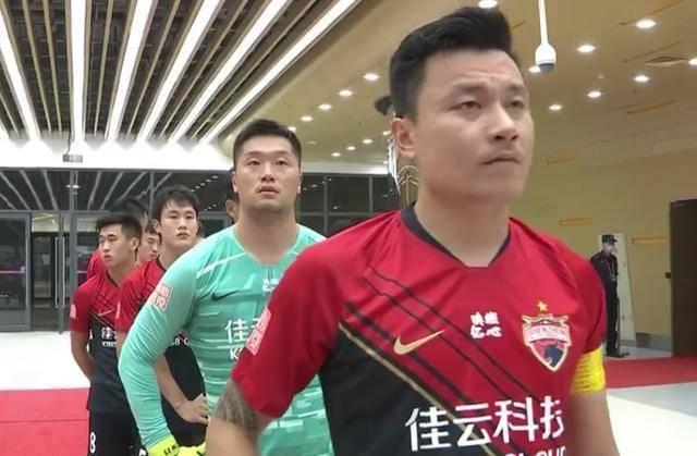 新赛季郜林从广州恒大转会到深圳佳兆业