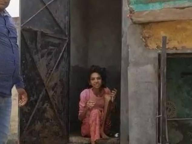 恒达官网印度一女子被丈夫关在厕所一年半获救 虚弱到无法行走