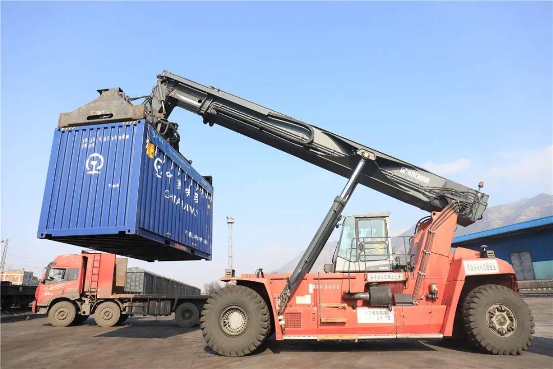 宣威开启铁路集装化运输,首发货物运抵广东