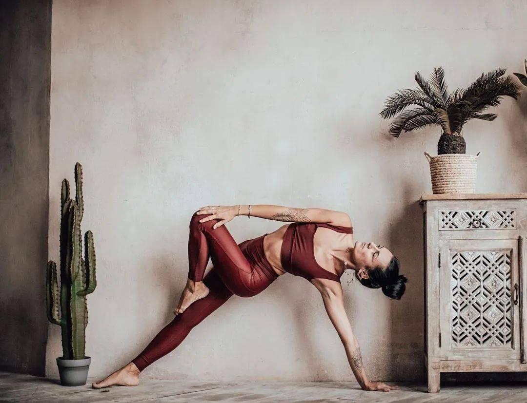 只要你的瑜伽照拍得够心机,朋友圈里就没人能追得上你!