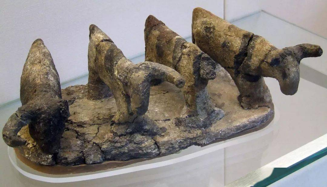 100件文物中的世界史8:冰河时代之后—食物与性(9,000 – 3,000 BC) | 埃及彩绘陶牛