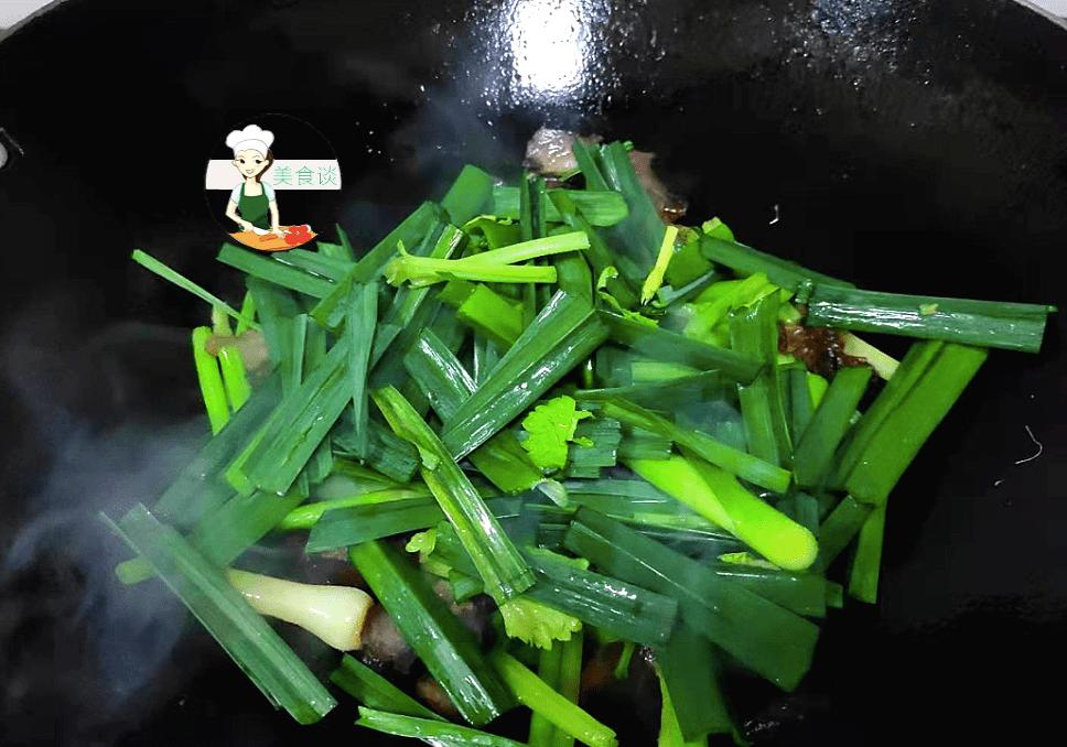 年夜饭必吃的小炒菜,炒一炒5分钟就上桌,鲜香开胃,下酒又下饭