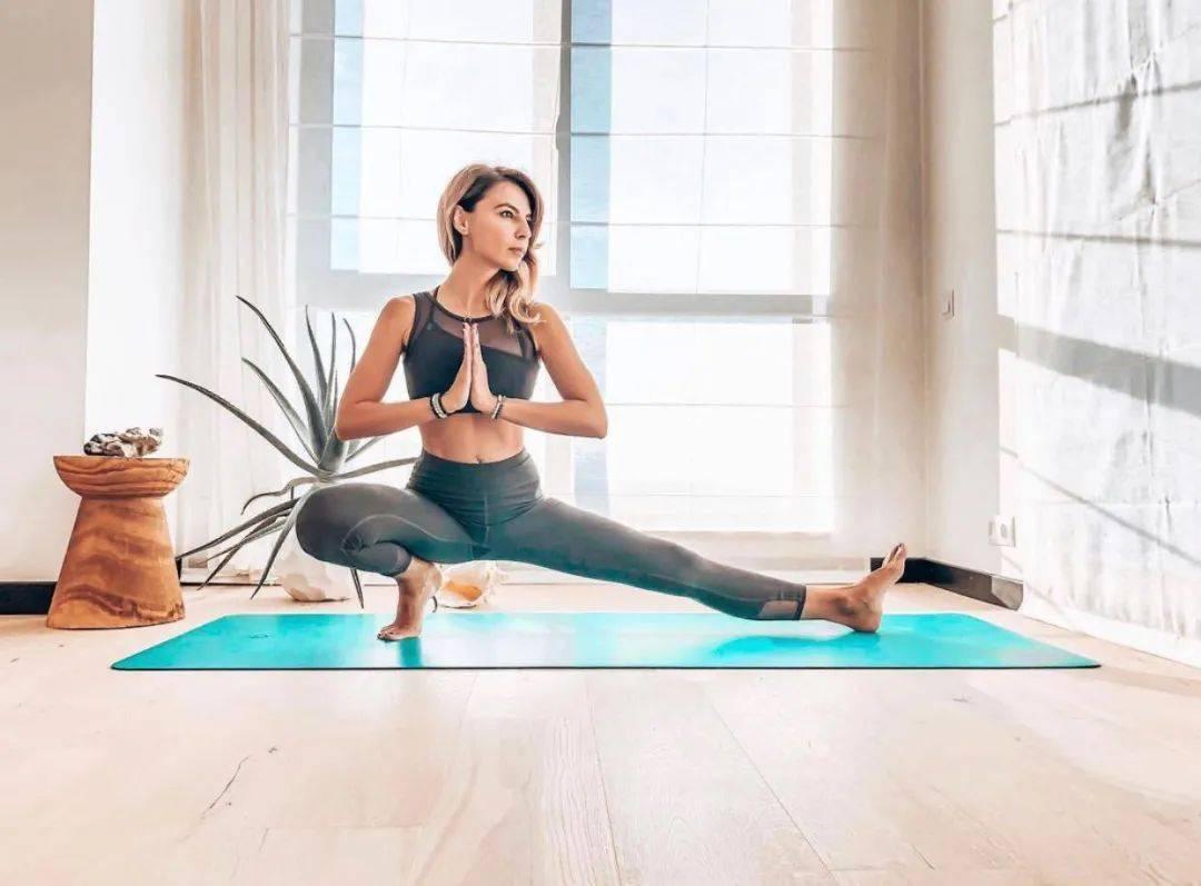 9个瑜伽体式,让紧张的大腿后侧放松下来,效果超好!