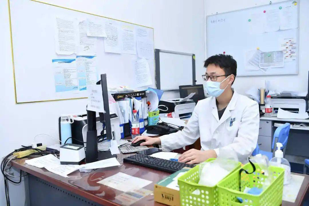 基因变异菌株初次发生小区散播!病毒感染者有什么特性?权威专家解释