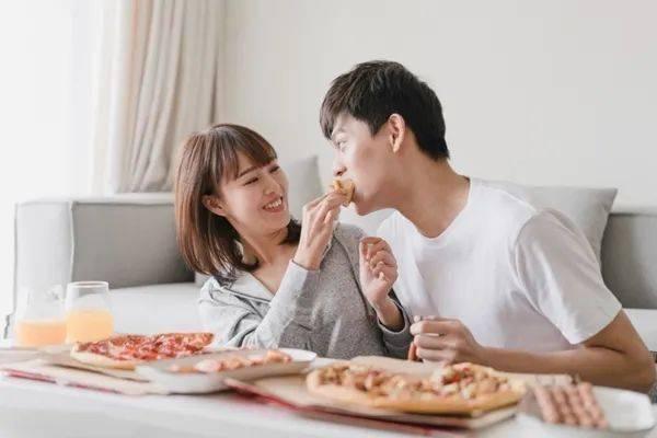 婚姻真的可能让你变胖,越恩爱越胖  第2张