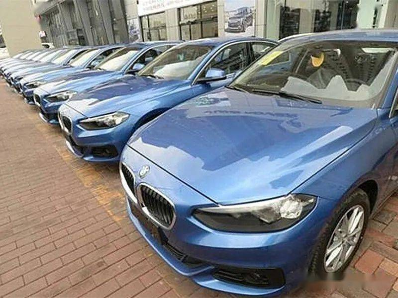 杭州现一批共享汽车,车身落灰没人管,网友:都是素质惹的祸!