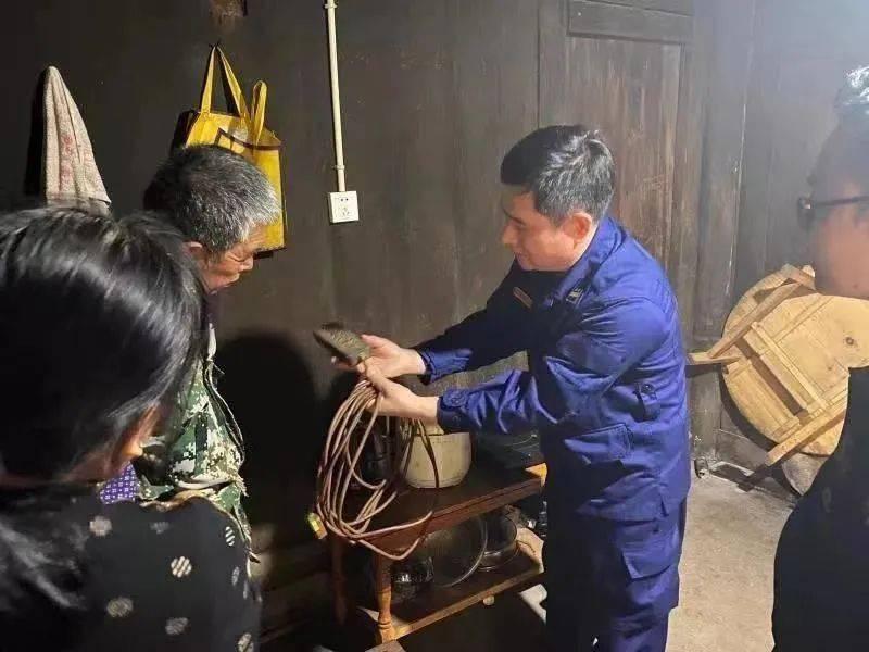 痛心!400年古寨、中国最后一个原始部落被大火烧毁