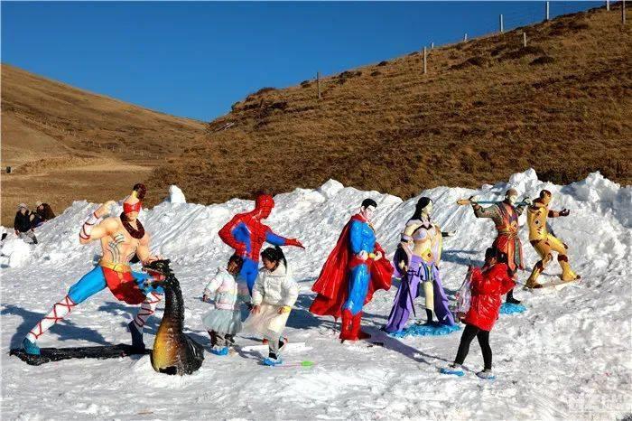 滑雪一点都不冷!大海草山自驾游受热捧!