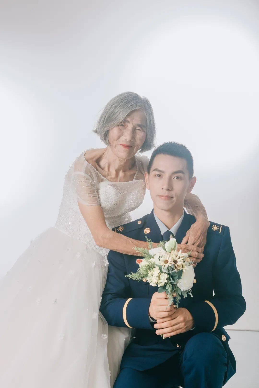 """相差61岁的""""婚纱照"""",背后故事看哭了"""