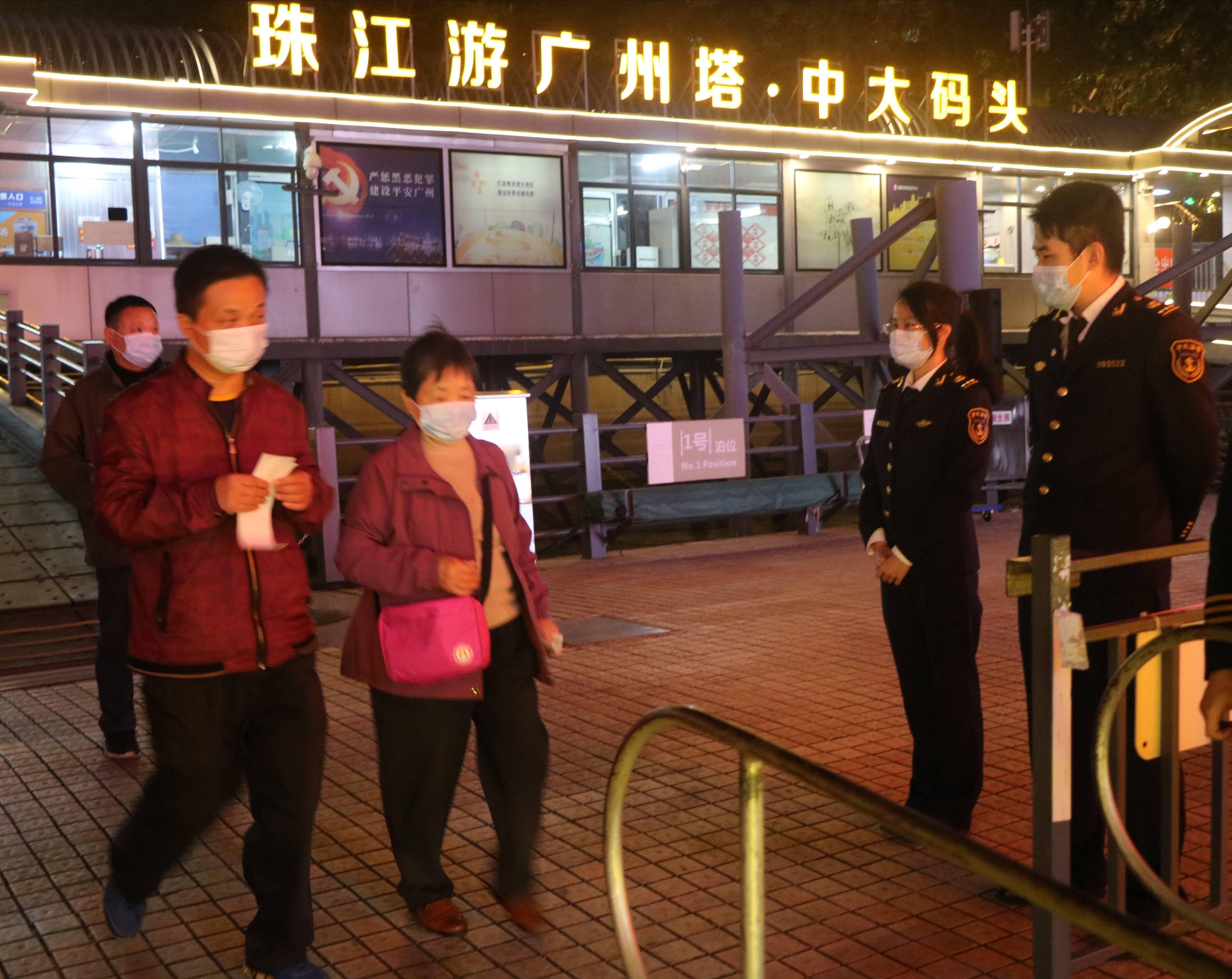节后开工首日,珠江日夜游依然受市民欢迎