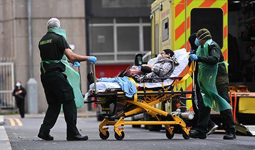 """英国批准故意感染新冠病毒的""""人体挑战试验"""",引发争议"""