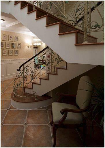 还把复式楼梯底下空着呢?像这样改造,空间利用率提升70%!