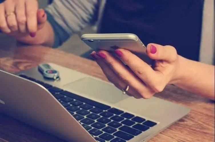 时代的焦虑和疲惫:为什么我们会遭遇社交过载?  第4张