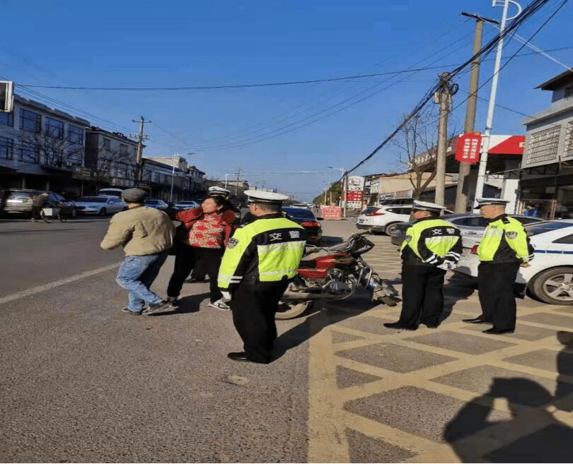男子无证骑报废摩托,还与交警当场扯皮,被拘留15日
