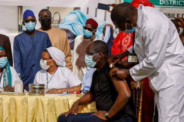 塞内加尔收到20万中国疫苗,官员:为彰显团结,将把1万剂给邻国