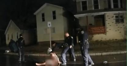 新的风暴即将来袭?美警暴力执法致黑人死亡案判了,结果很美国