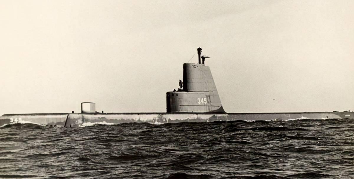 美国潜艇科诺奇号沉没,7人死亡,10人受伤。它试图到达俄罗斯海岸,但被风暴摧毁