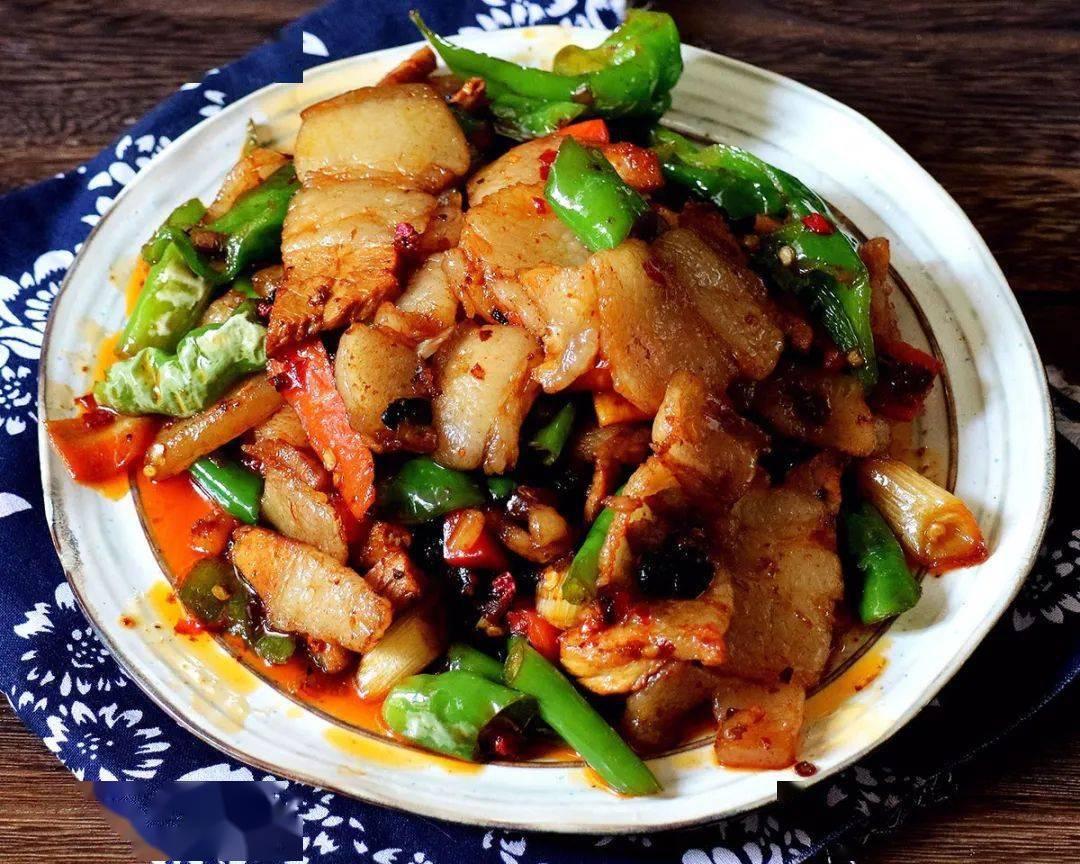 青椒炒回锅肉,百吃不厌超解馋!