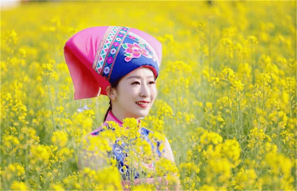 广西靖西市:油菜花海 璀璨夺目(组图)