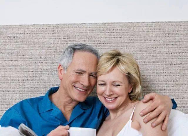 """老年人的""""夫妻生活"""",最晚到多大年龄?别脸红,也许有3大好处"""