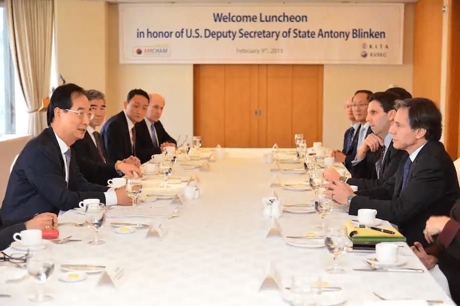 """日本学者:特朗普只谈钱,但拜登撮合日韩对抗中国却要""""讲情怀"""""""
