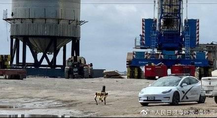 美网友围观SpaceX火箭爆炸现场 意外发现一只机器狗