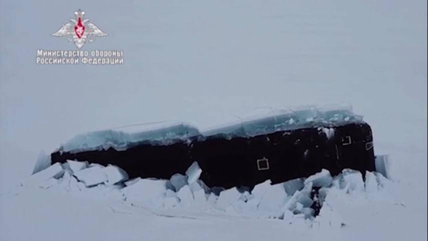 俄罗斯三艘核潜艇在北极完成破冰上浮
