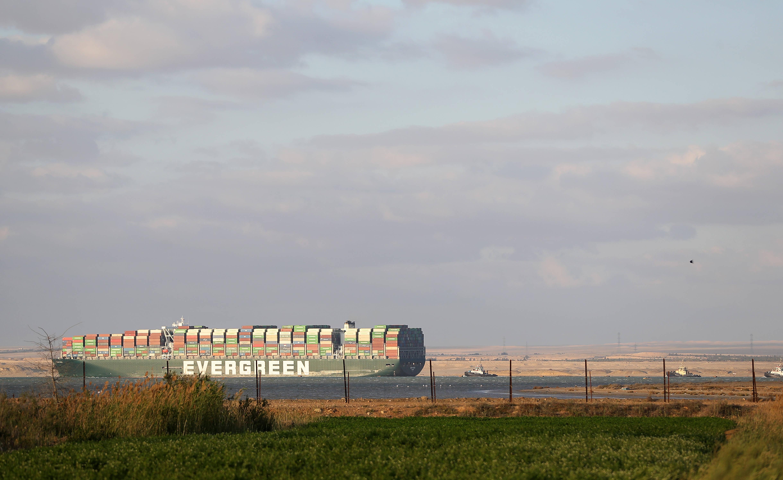 搁浅货轮成功获救 苏伊士运河航道恢复通行