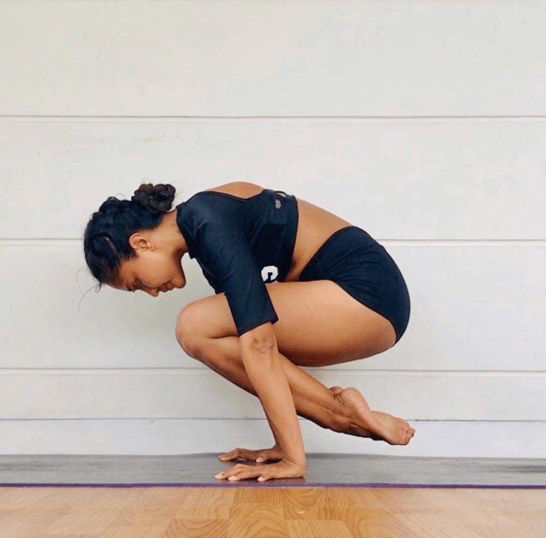 练瑜伽,做不了鹤蝉式?试试从这个体式开始!_动作